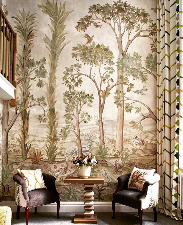 Another one of @melissawhiteuk jaw dropping bespoke wall covering for @firmdale_hotels. @melissawhiteuk must be one of the most talented painters in the industry and we just hope and pray that an opportunity to commission a bespoke piece will come our way one day 🙏🏻✨🌳🌟 [regeam @firmdale_hotels] • • • • • #interiordesign #interiordesigner #interiors #interiorstyle #interiorstyling #interiordetails #homedecor #decoration #wallcovering #wallpaper #wallmural #melissawhiteuk #bespoke #frescoe #mural #painting #comission #firmdalehotels