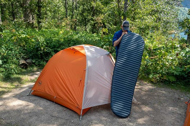 In backpacking, when you're trying to go ultralight, sometimes that means you have to sacrifice comfort. But, with Therm-a-rest's new sleeping pad called the NeoAir UberLite you get the best of both worlds. Check out my latest blog post where I review this pad. Link is in the bio⬆️