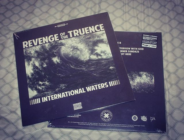 """TOUCHDOWN 💯 International Waters"""" is here ON VINYL. Bless up to everyone who already got theirs ✊🏿 Special for our vinyl heads, also available on ALL PLATFORMS🗽🗽🗽 _______________ #bars #realrap #mood #france #international #frenchhiphop #hiphop #music #rap #new #hiphophead #420 #wutang #hiphopjunkie #rappers #ukhiphop #djpremier #peterock #promotion #hotnewhiphop #eastcoast #limitededition #boombap #nyc #90shiphop #vinyl #cratedigger #vinylcollection #vinyladdict #vinyladdiction"""
