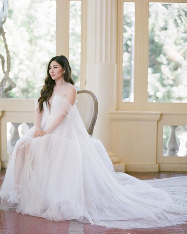 Like a classic painting. Beautiful Grace in her custom @verawanggang gown on her wedding day.  Photo | @jeremychouphotography  Venue | @montalvoarts  Planner | @cali_smittenkiss @smittenkissweddings_events  Floral | @vofloraldesign  Hair and Makeup | @facesbyemily  DJ | @dj_aaron_dalugdug  Photo booth | @pixcbooth  Rental | @thechiavariguys  Band | The Mix Catering | @lepapillonevents  Cake + Dessert | @alexanderspatisserie  Gown | @verawanggang  #jeremychouphotography #sanfranciscowedding #sanfranciscoweddingmakeupartist #montalvoartscenter