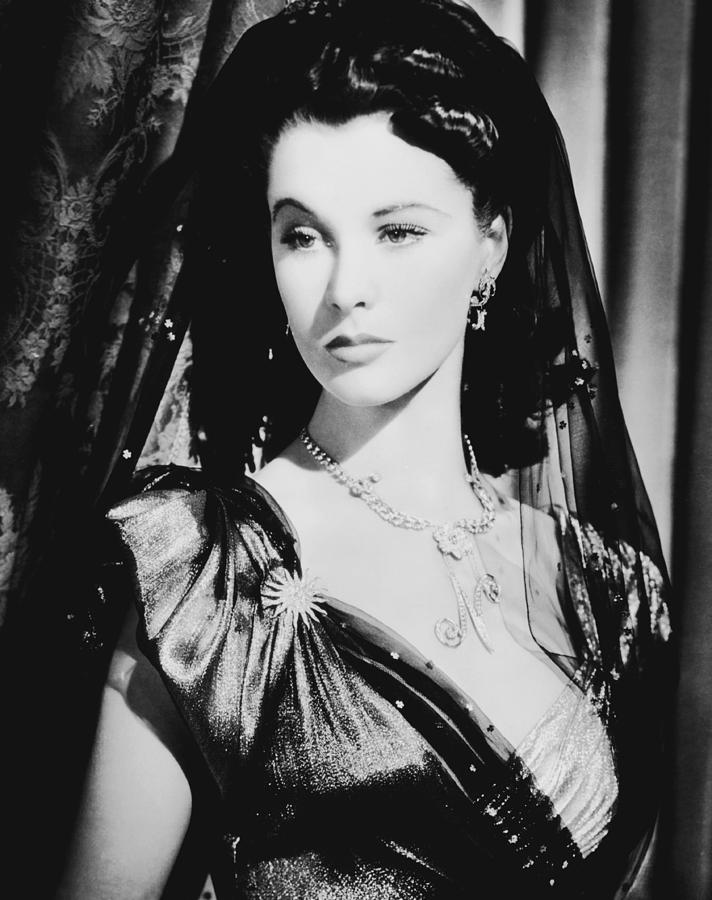 rene hubert joseff that-hamilton-woman-vivien-leigh-1941-everett.jpg