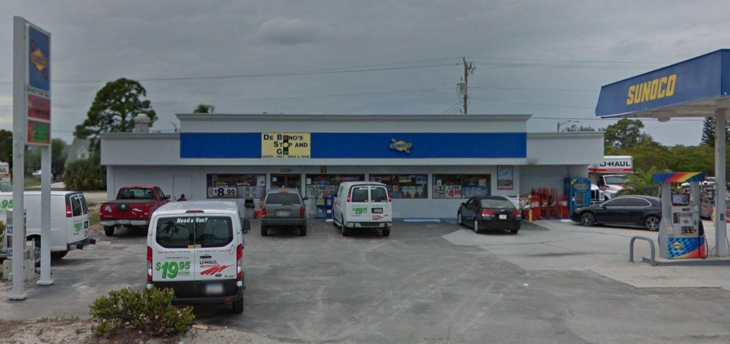 DeBono's Stop and Shop 1.jpg
