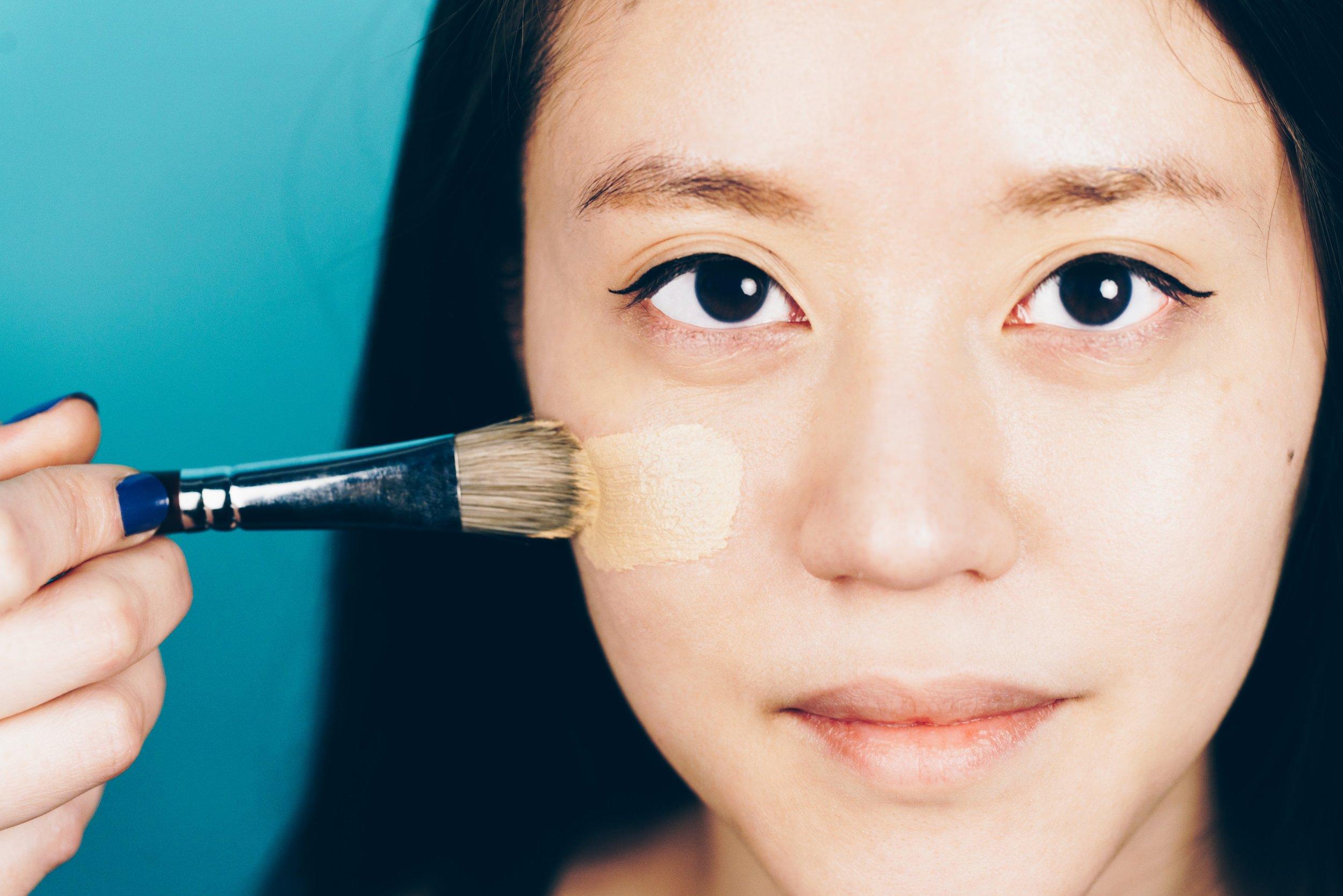 applying-makeup-foundation_4460x4460.jpg