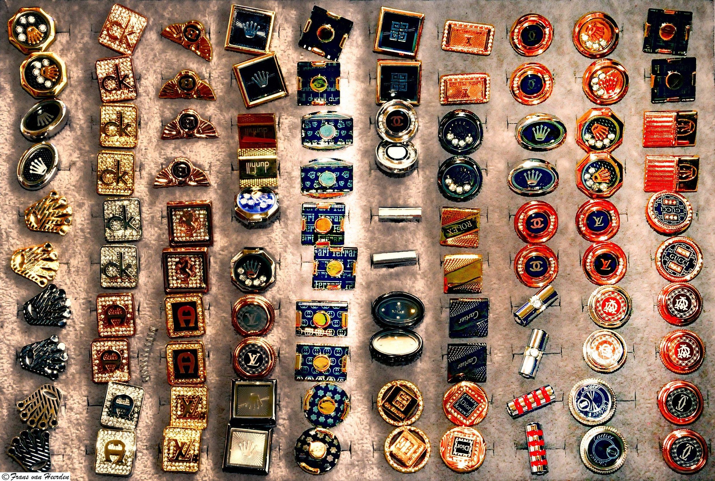 brands-buttons-cufflinks-631212.jpg