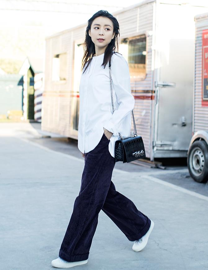 Zhang-Jingchu-Alexander-McQueen-bag-1.jpg