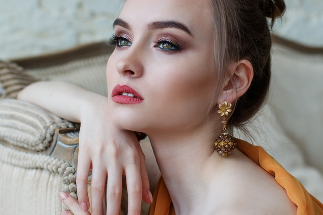 attractive-beautiful-beauty-458766.jpg