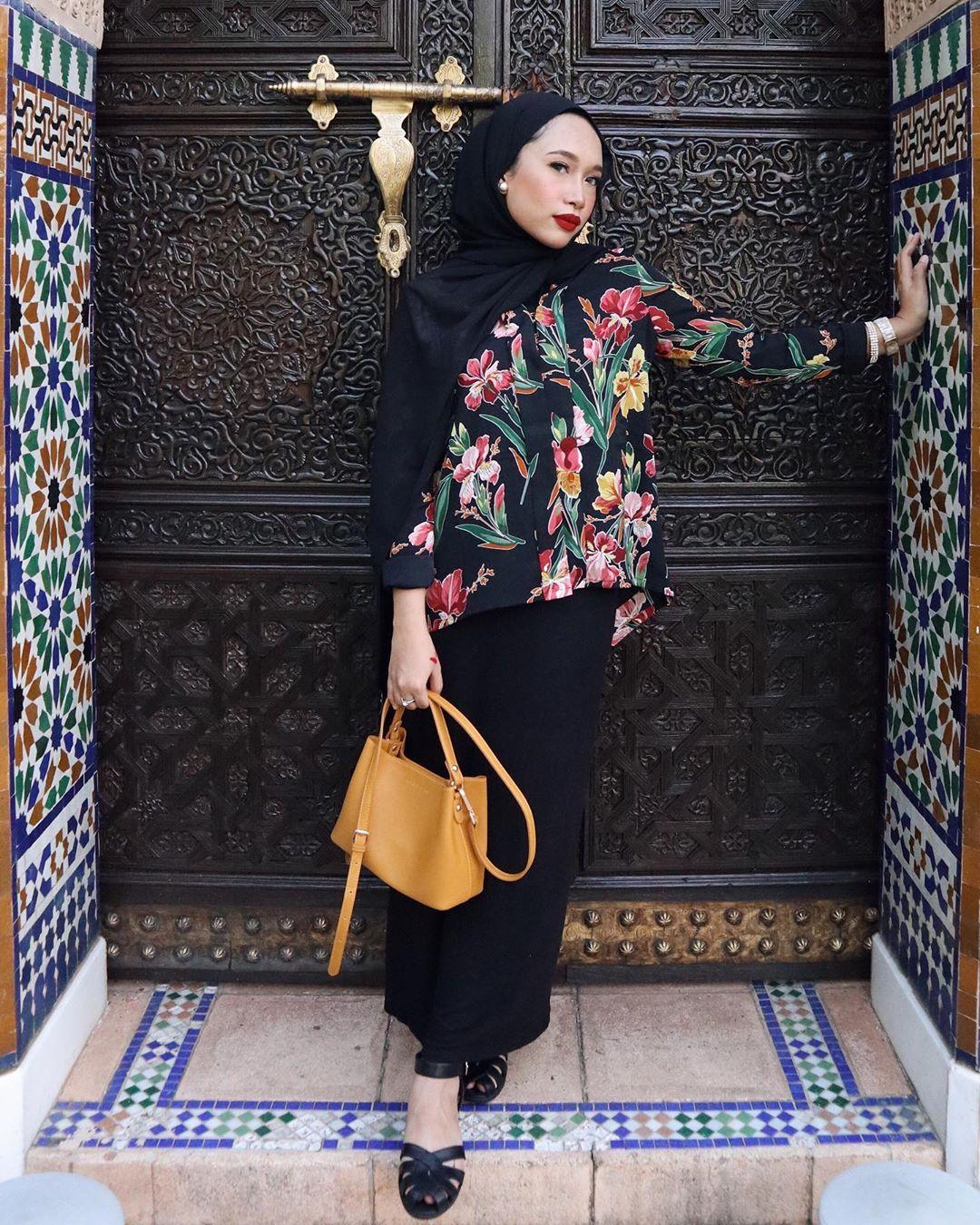 @ashleyabukasim donning  Embellished Chiffon Kebaya Set