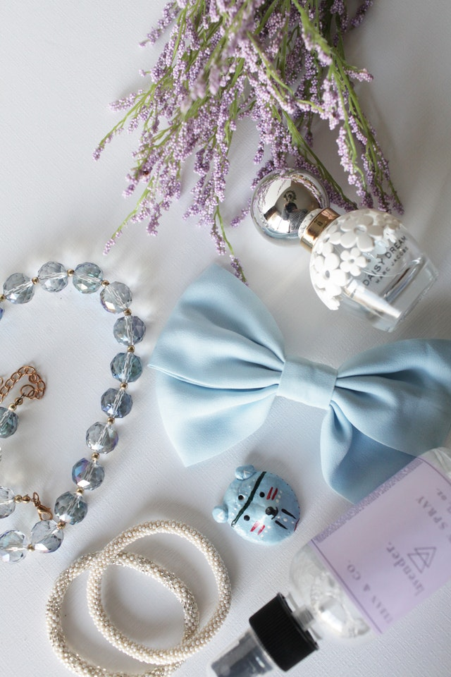 accessories-beads-bow-325527.jpg
