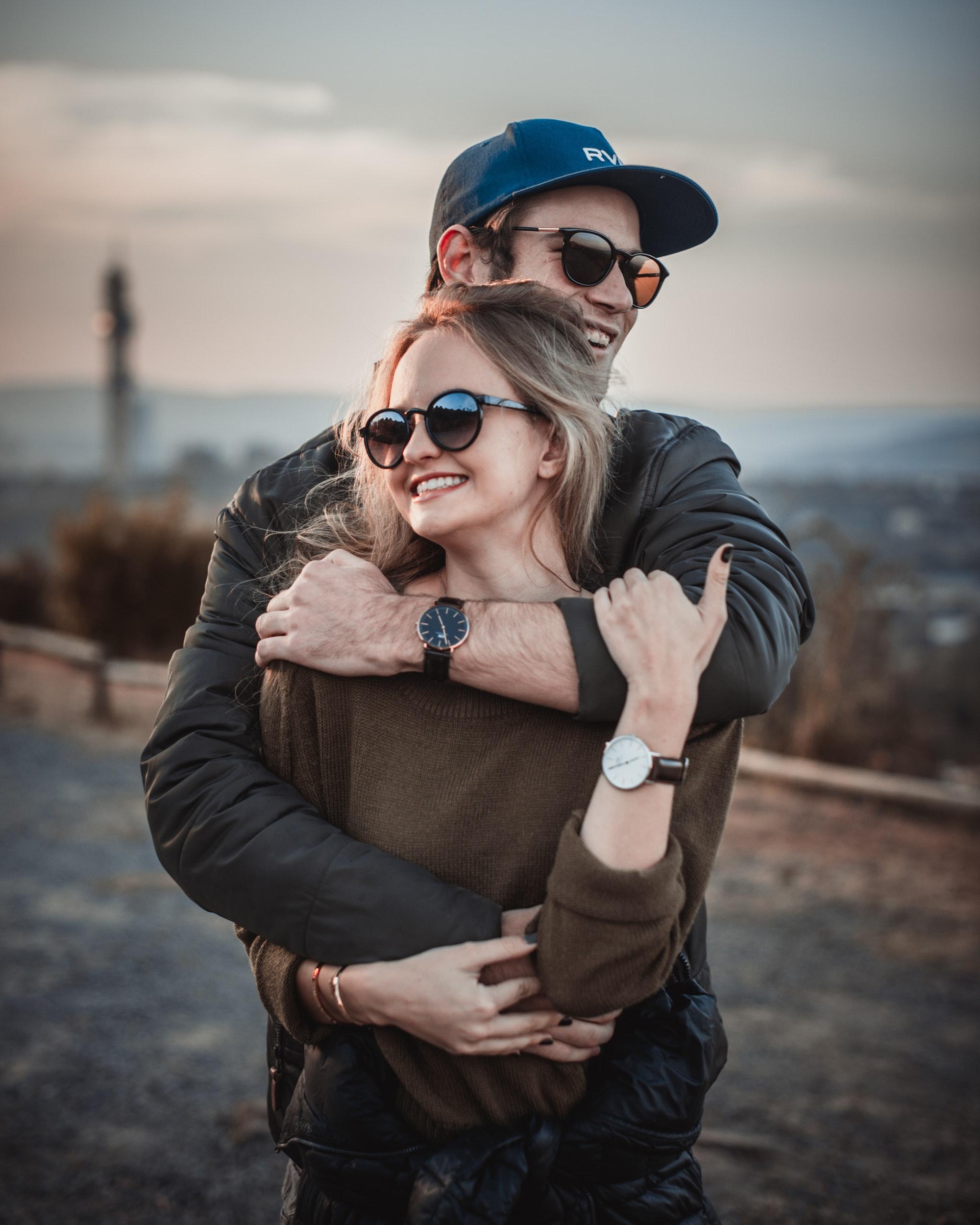 affection-couple-embrace-2590660.jpg