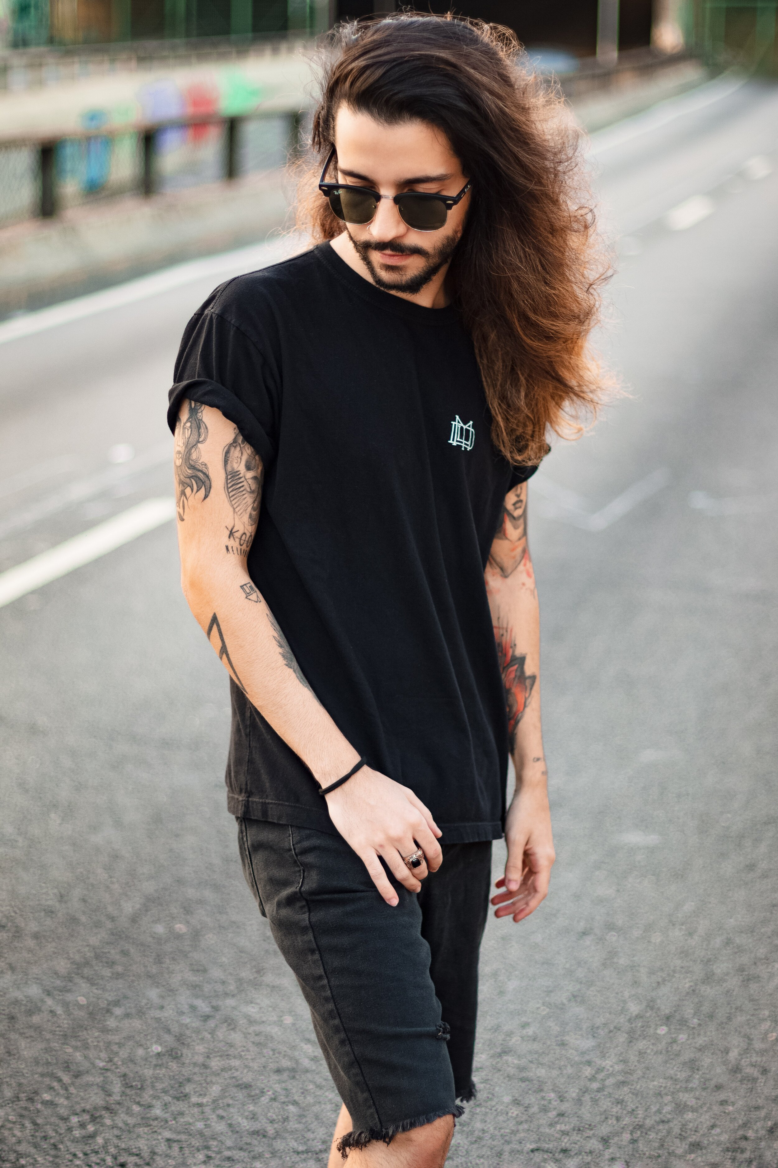 alone-black-t-shirt-casual-wear-2585828.jpg