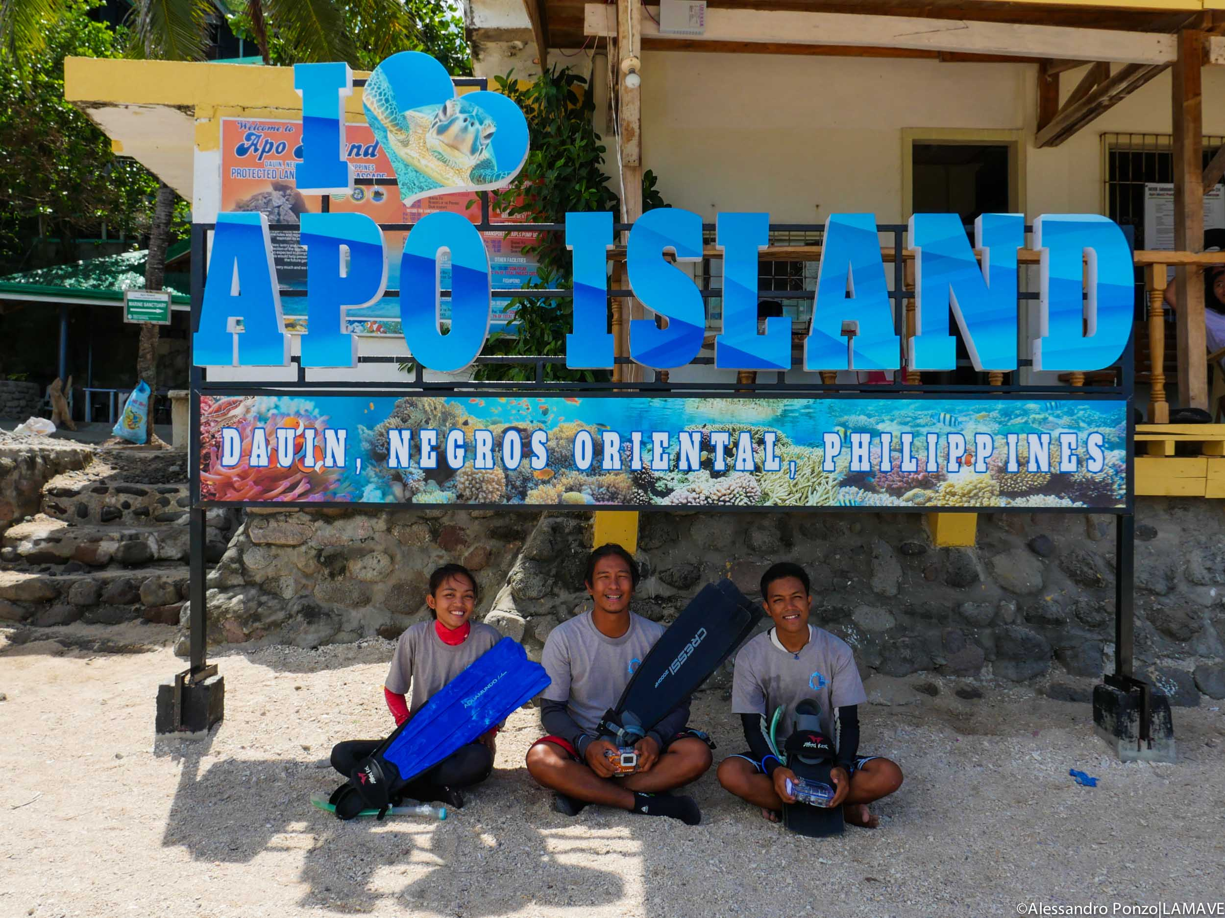apo-island-lamave-turtle-project-team.jpg