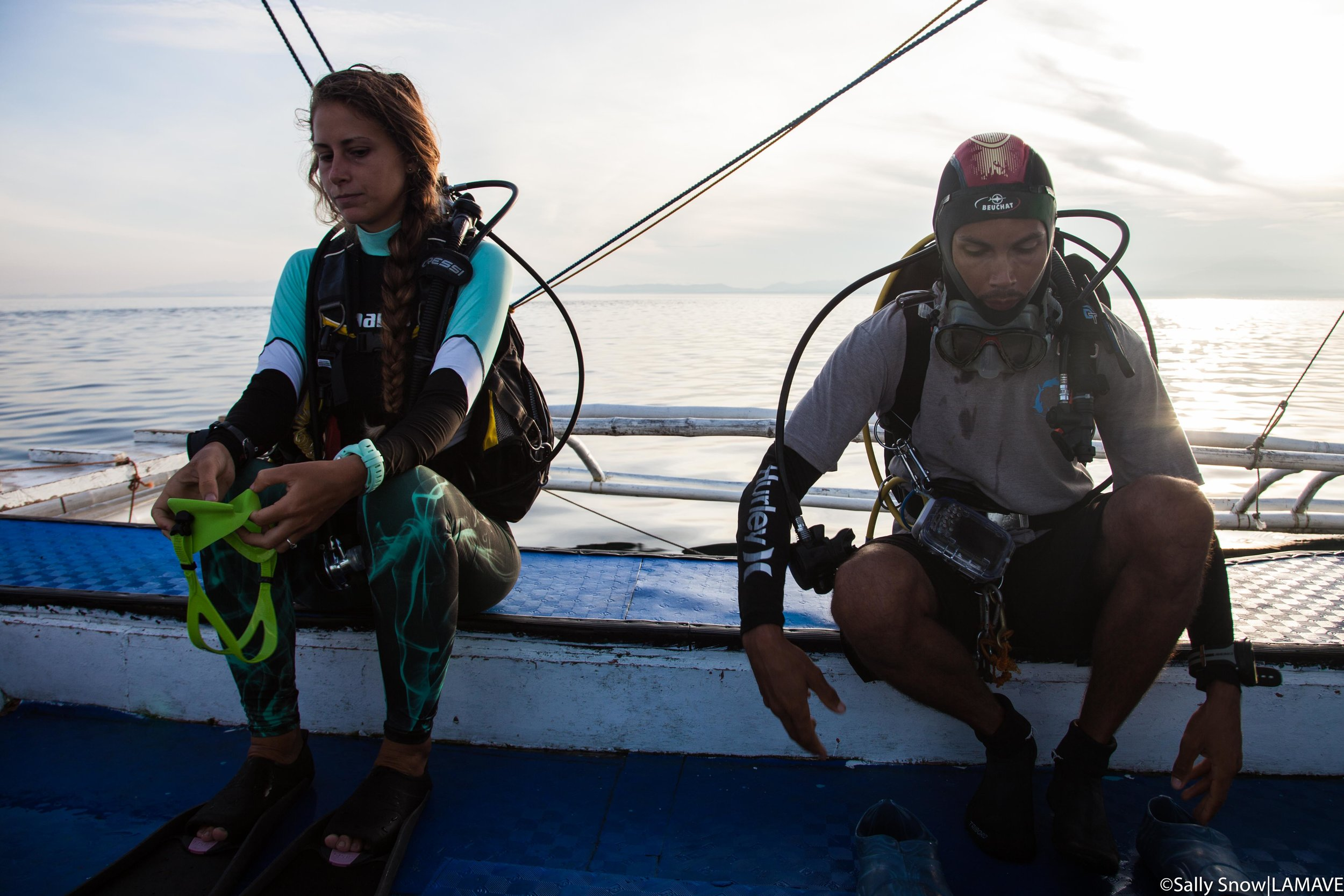 LAMAVE Research Assistant Irene Pancrazi and Project Leader Joshua Rambahiniarison prepare for a negative entry dive into Manta Bowl.