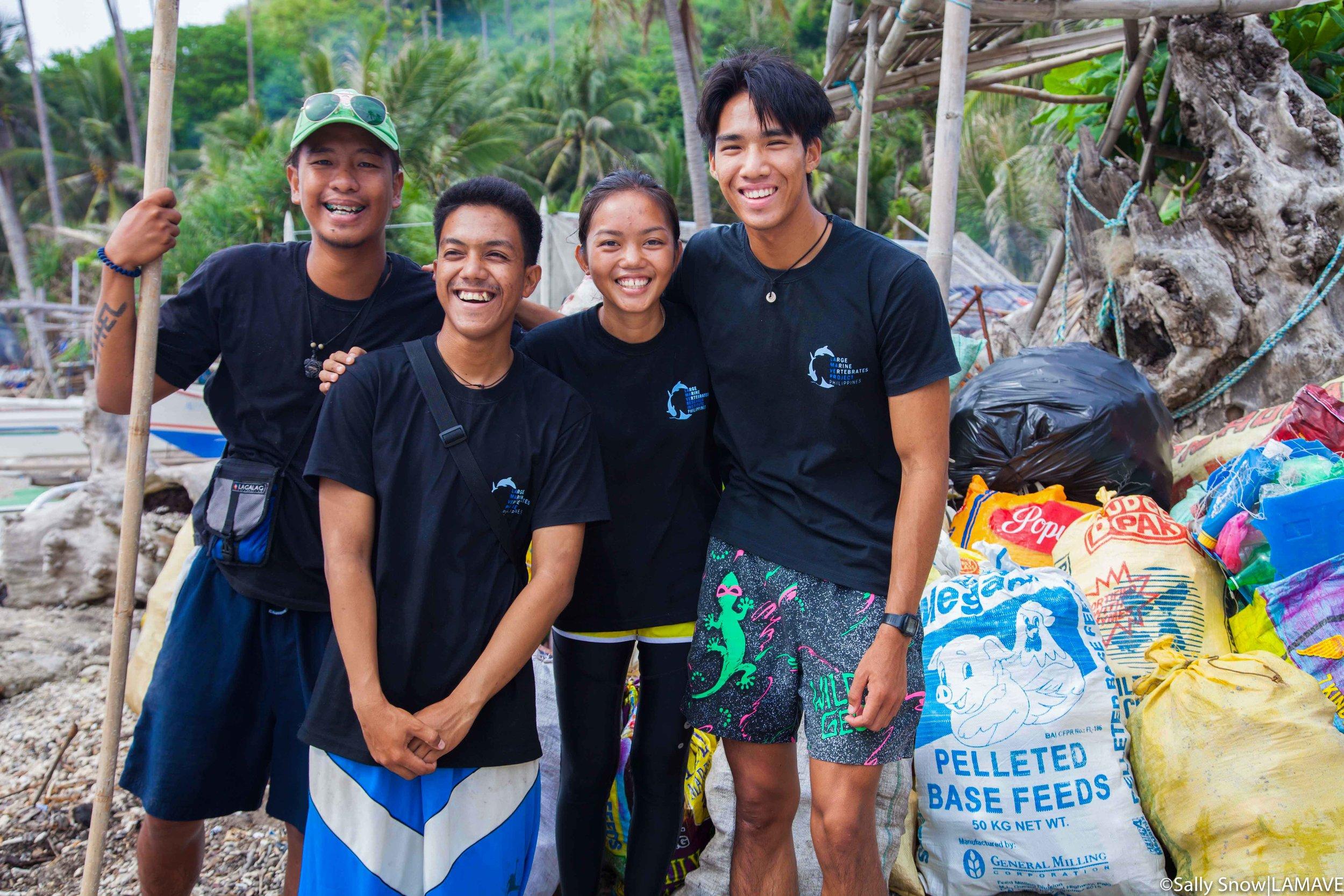 lamave-apo-island-community-world-oceans-day-team-beach-clean-up-2017-sally-snow-.jpg