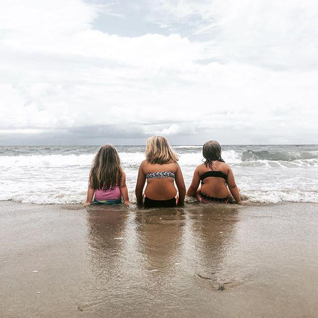 My beach bums 💛💛💛 #auntlifeisthebestlife