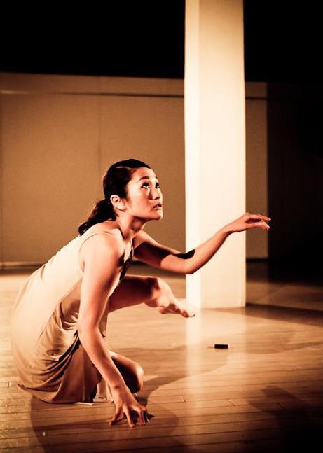 玉川みなみ - Body Synergy Japan主宰。Laban(イギリス)でコンテンポラリーダンスを専攻し、学士号・修士号を取得。姉の振付家・さやかと組んだダンスカンパニーsynapseをはじめ、国内外のダンス公演でダンサーとして活躍する。帰国後、プロのダンサーとして活動する傍ら、ダンスの講師として活躍。本場のコンテンポラリーダンスの技術を若いダンサーに教えたり、各地のインターナショナルスクールのダンス特別講師を務めたりする他、子ども向けフィットネスセンターで英語と体操を教えた経験も持つ。乳幼児から小学校高学年まで、それぞれの月齢・年齢の心身の発達にあわせた運動を英語で教えてきた。ハワイ校にも勤務し、現地の子どもたちに日本語や日本の習慣を教えるスクールも開講した。自身のダンサーとしての経験や、グループD.I.L.で幼少時から表現教育を受けてきた経験などを活かし、2011年、Body Synergyの活動を開始する。現在も、Body Synergy・Body Synergy Kidsの活動の傍ら、プロのダンサーとして、様々な振付家の作品に出演する。