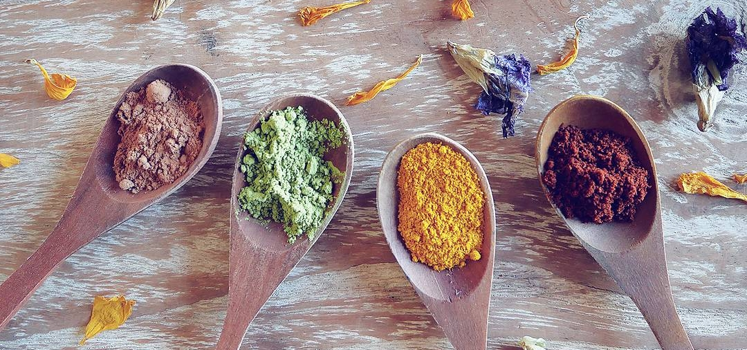 Plant-based colouring powder: cacao, matcha, turmeric, and beetroot.