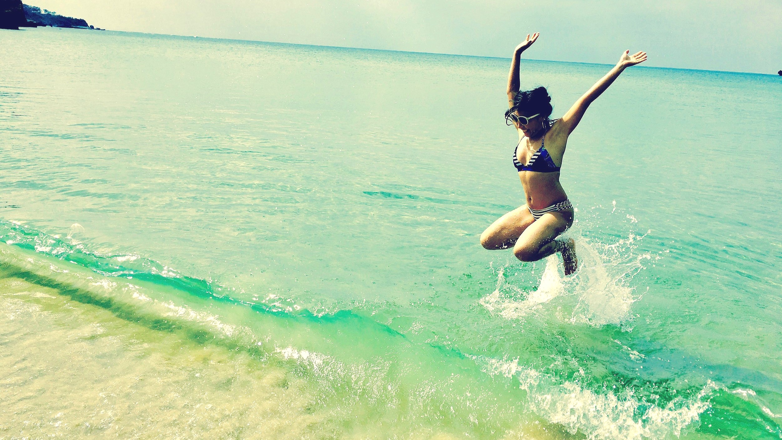 Eri_jumping_in_ocean_iriomote.jpg