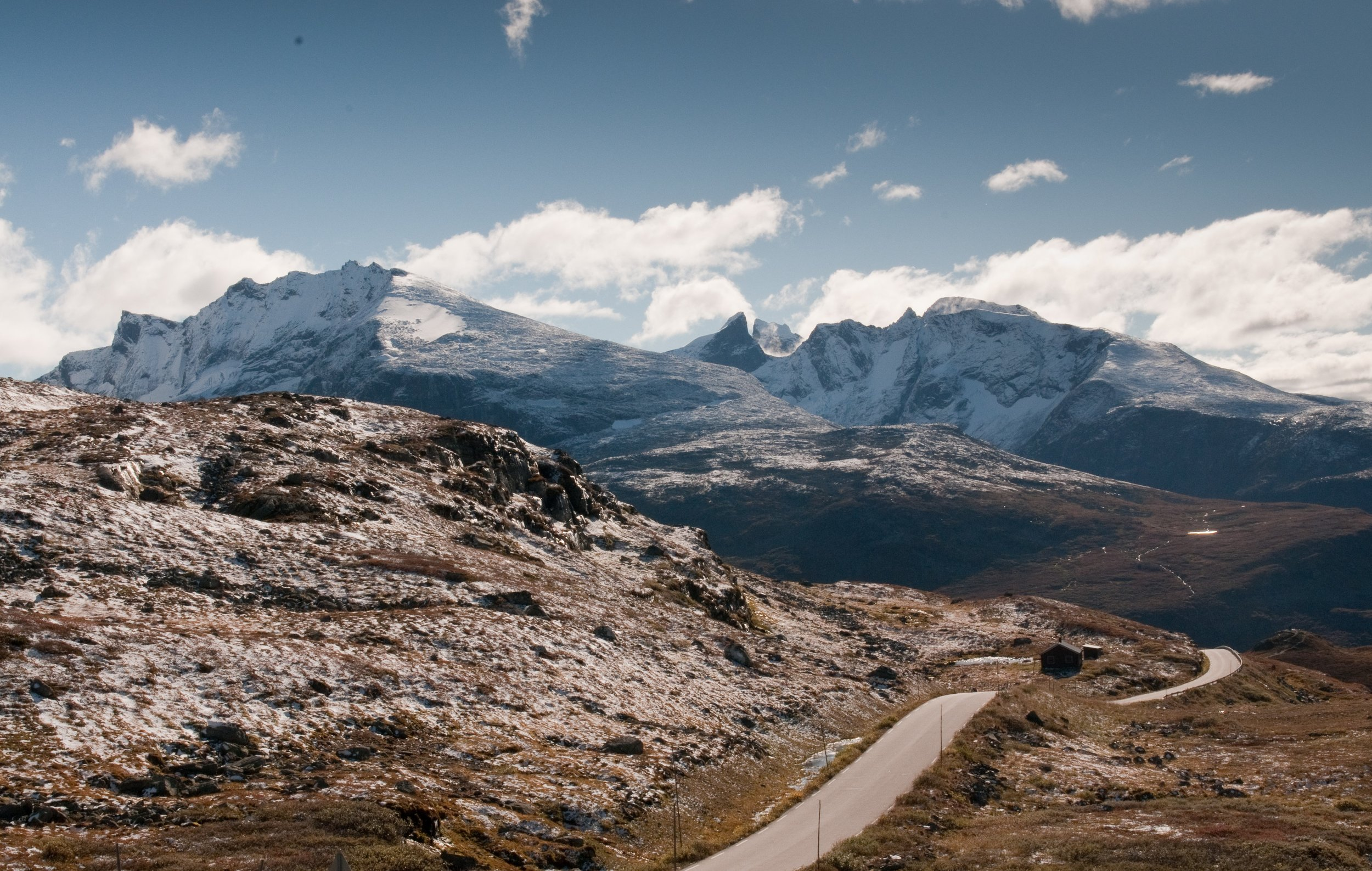 Velkommen til Tindevegen   Turistvegen mellom Sogn og Nasjonalparkriket