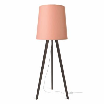 colouredby-stehlampe-onno-dreibein-holz-eiche-dunkel--lampenschirm-rosa.jpg