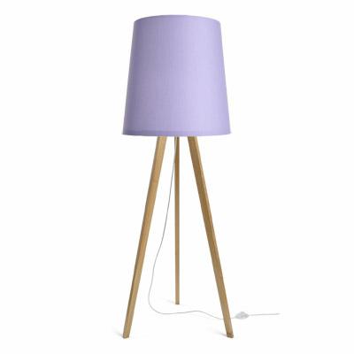 colouredby-stehlampe-tripod-eiche-lampenschirm-lila-lavendel.jpg