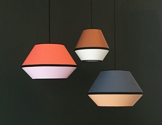 Colour Blocking Deluxe! Dreierkombination der MINGUS Leuchten in S und XS. . . . .  #lampenschirm #hängelampe #pendelleuchte #leuchten #lampe #design #lampendesign #lampshade #pendantlamp #pendantlamp #colour #colourblock #colorblocking #colourlove #kontrast #farbakzent #colouraccent #interiordesign #interiordesigner #interior4you1 #homedecor #homedecoration #madeingermany