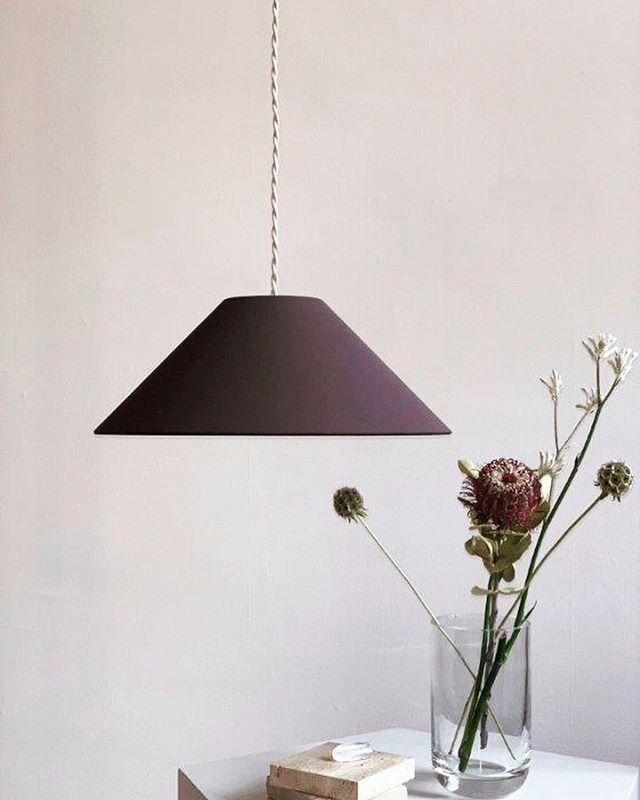 """Hängeleuchte ADA in """"Cacao"""" mit geflochtenem Textilkabel. Minimalistisch schön und in vier Farbkombinationen erhältlich. . . . . #lampenschirm #handmade #pendelleuchte #hängeleuchte #hängelampe #leuchten #lampe #lampendesign #lampshade #shades #pendantlamp #pendantlight #colour #colourblock #minimalism #minimalstyle #colourlove #colourcombination #colouraccent #interiordesign #homedecor #homedecoration #interior #decoration #decorationinterieur #homeinspiration #lightdesign #homedecor #interior4you1 #interiorismo #madeingermany"""