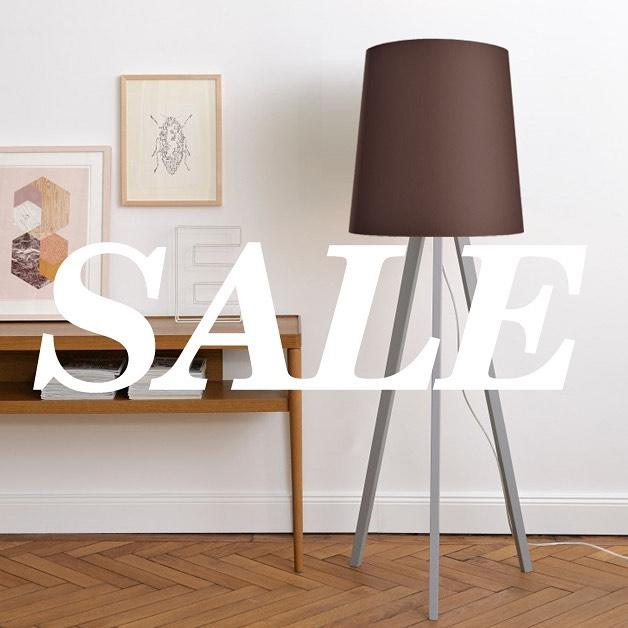SALE! Einige wenige Stehleuchten haben wir noch auf Lager und für Euch im Shop reduziert. Die Leuchtenfüsse in Soft Grey, Warm Grey und Mud könnt Ihr mit Schirmen in vier Größen und 36 Farben zu Eurer individuellen Lieblingsleuchte kombinieren. . . . . #stehlampe #stehleuchte #lampenschirm #lampe #leuchten #handmade #madeingermany #farben #farbenliebe #customize #design #lampendesign #floorlamp #lampshade #colour #colourlove #homedecor #interior #interior4you1 #interiordesign #light