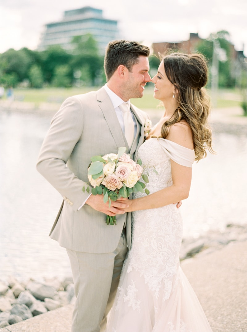 the-lakeview-wedding-in-ontario-canada-10-min.jpg