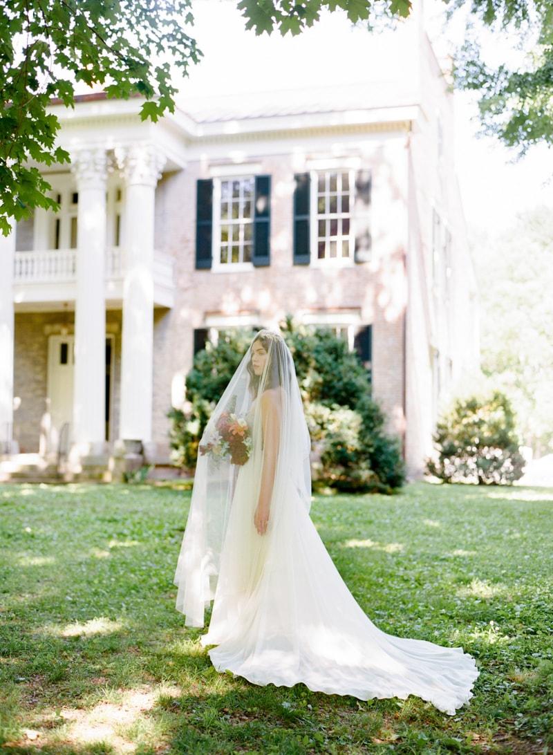 butterflies-at-weddings-fine-art-film-trendy-bride-25-min.jpg