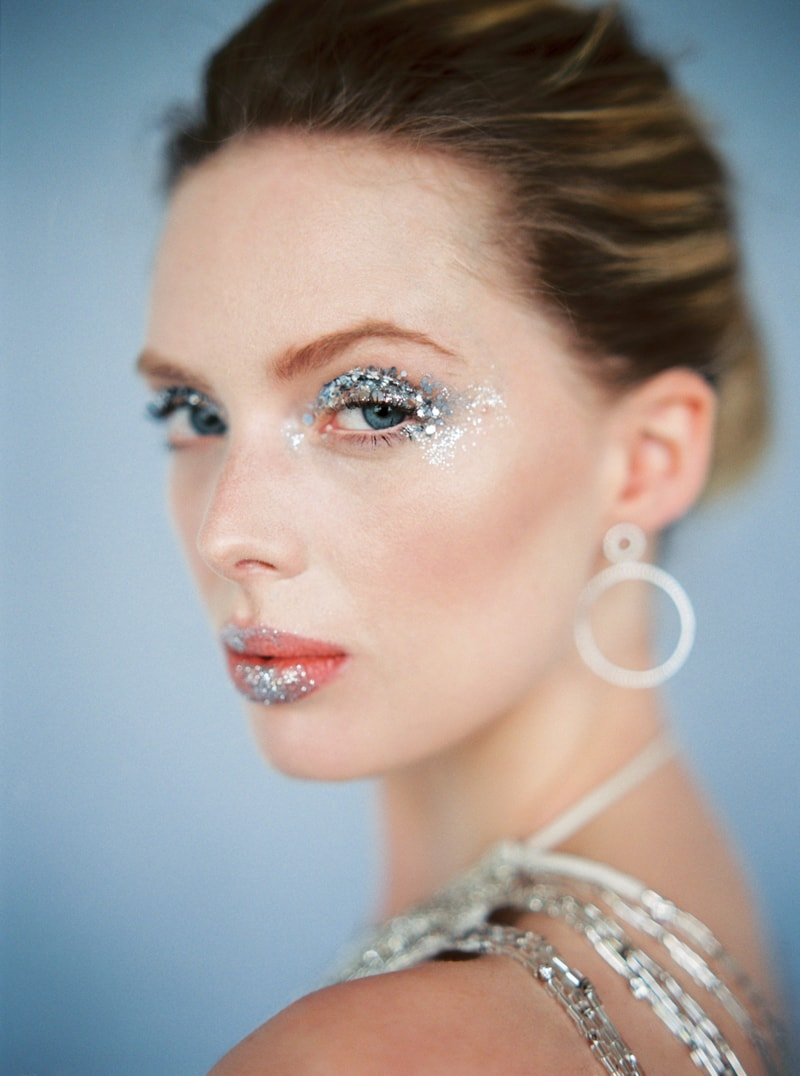 glitter-hair-and-makeup-ideas-bridal-hairstyles-16-min.jpg
