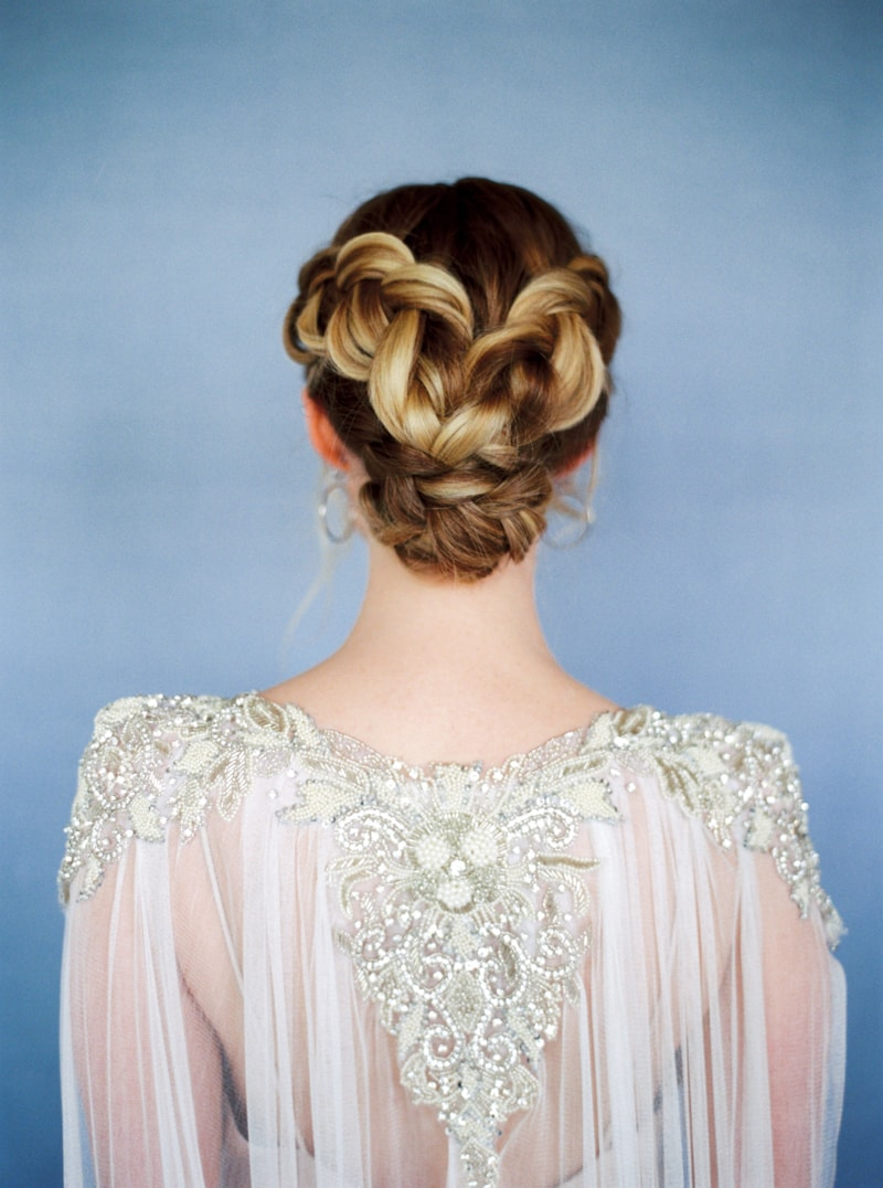 glitter-hair-and-makeup-ideas-bridal-hairstyles-3-min.jpg