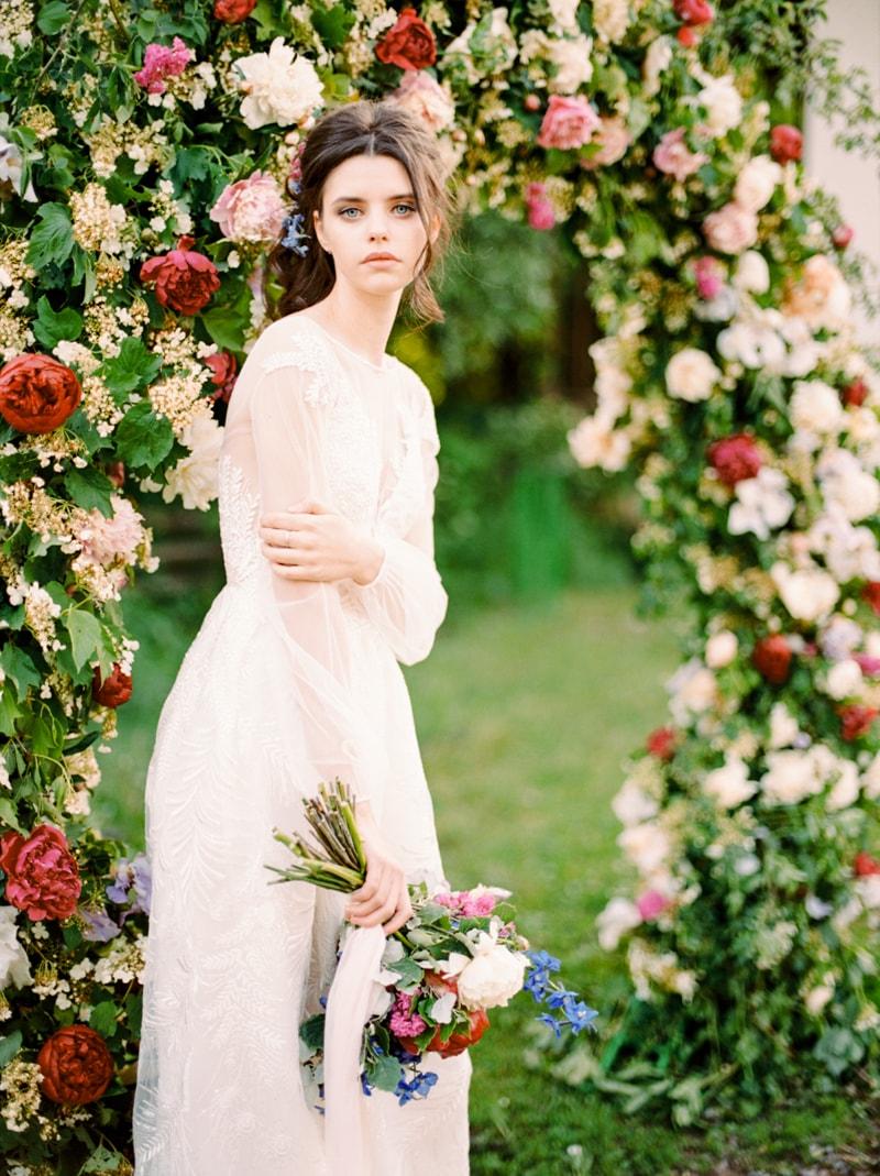 russian-botanical-wedding-inspiration-trendy-bride-22-min.jpg