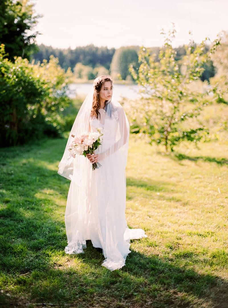 russian-botanical-wedding-inspiration-trendy-bride-5-min.jpg