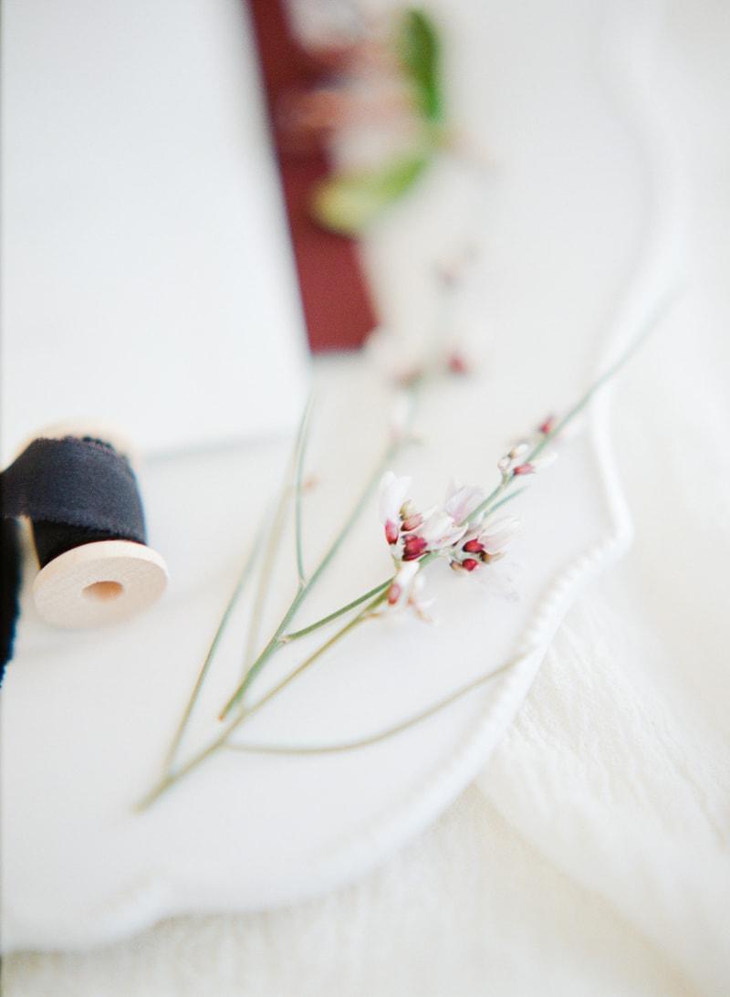 hawaii-botanical-wedding-inspiration-contax-645-4-min.jpg