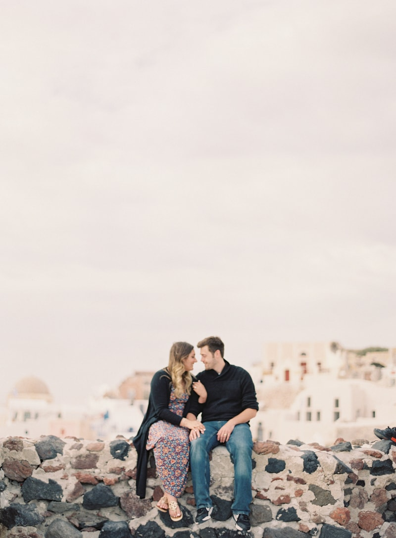 santorini-engagement-photos-greece-contax-645-13-min.jpg