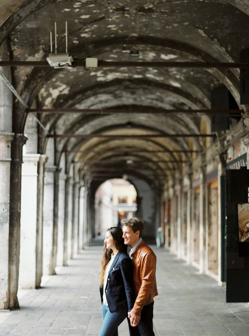 venice-italy-engagement-photos-contax-645-5-min.jpg