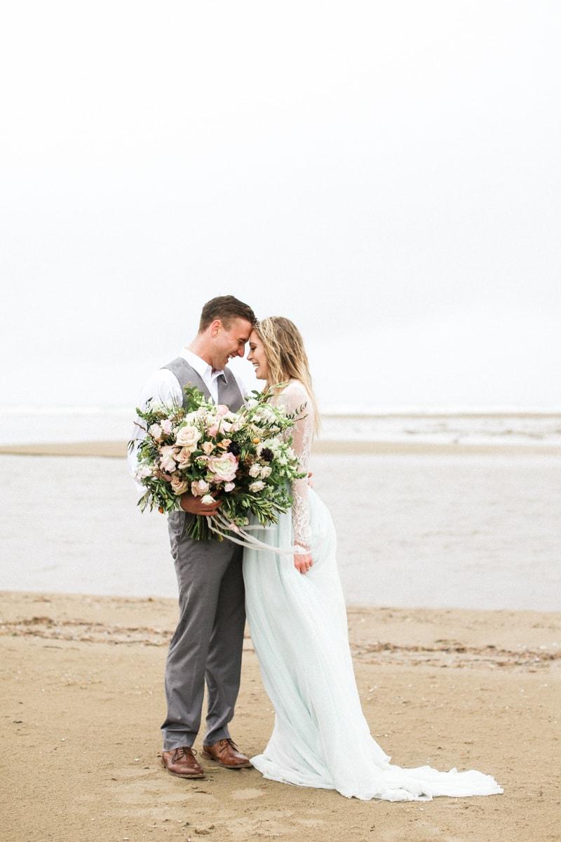 romantic-coastal-elopement-in-cannon-beach-20-min.jpg