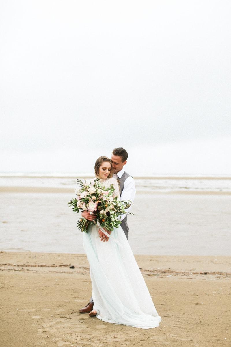 romantic-coastal-elopement-in-cannon-beach-22-min.jpg