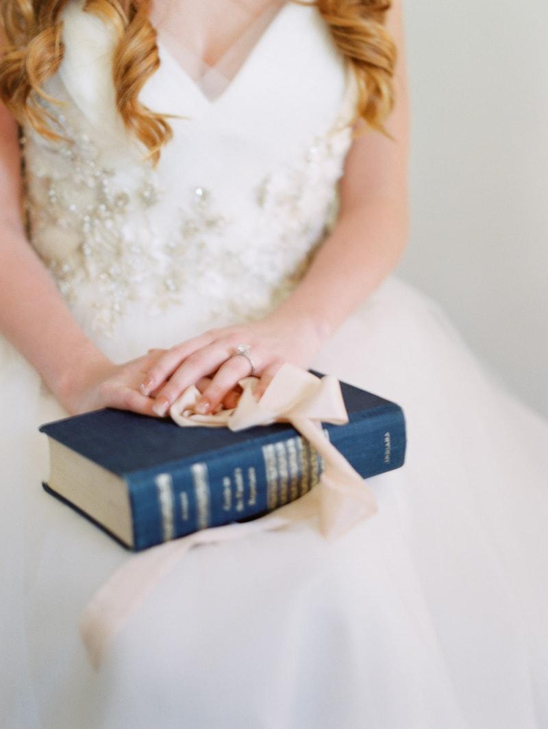sun-kissed-lavender-styled-wedding-inspiration-3-min.jpg