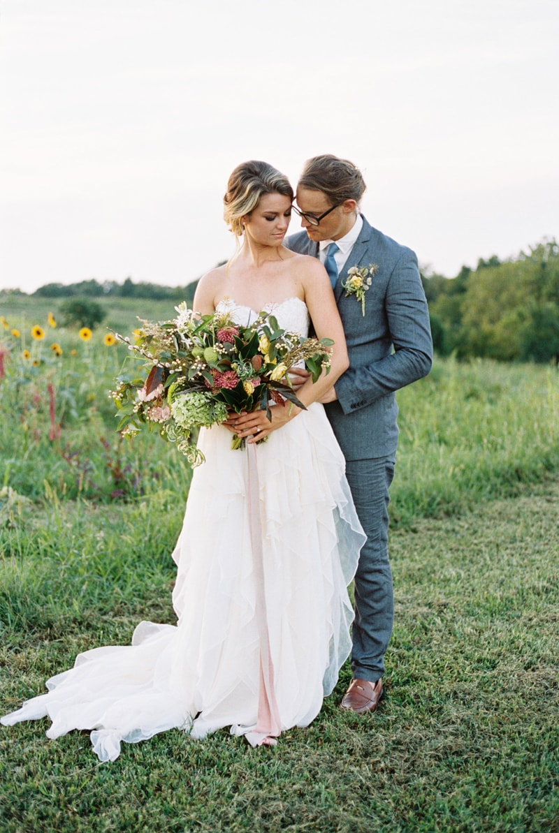 farmhouse-wedding-hazelfield-farm-kentucky-10-min.jpg