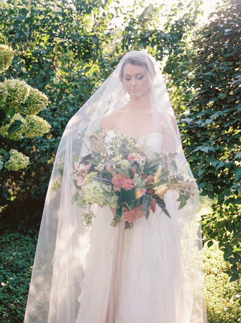 farmhouse-wedding-hazelfield-farm-kentucky-18-min.jpg