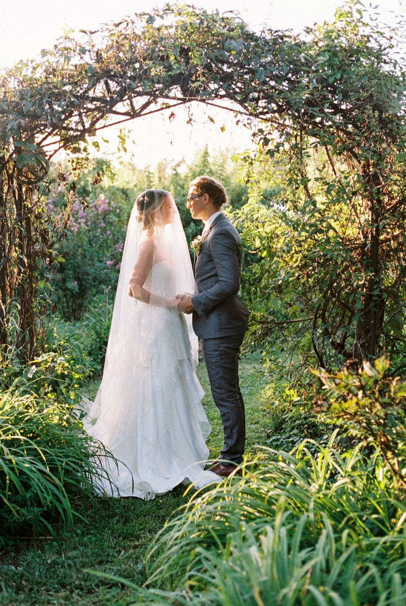 farmhouse-wedding-hazelfield-farm-kentucky-19-min.jpg