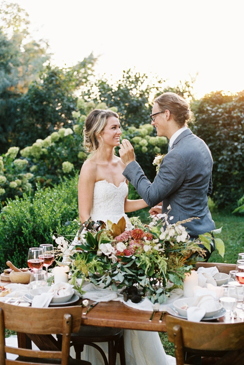 farmhouse-wedding-hazelfield-farm-kentucky-30-min.jpg