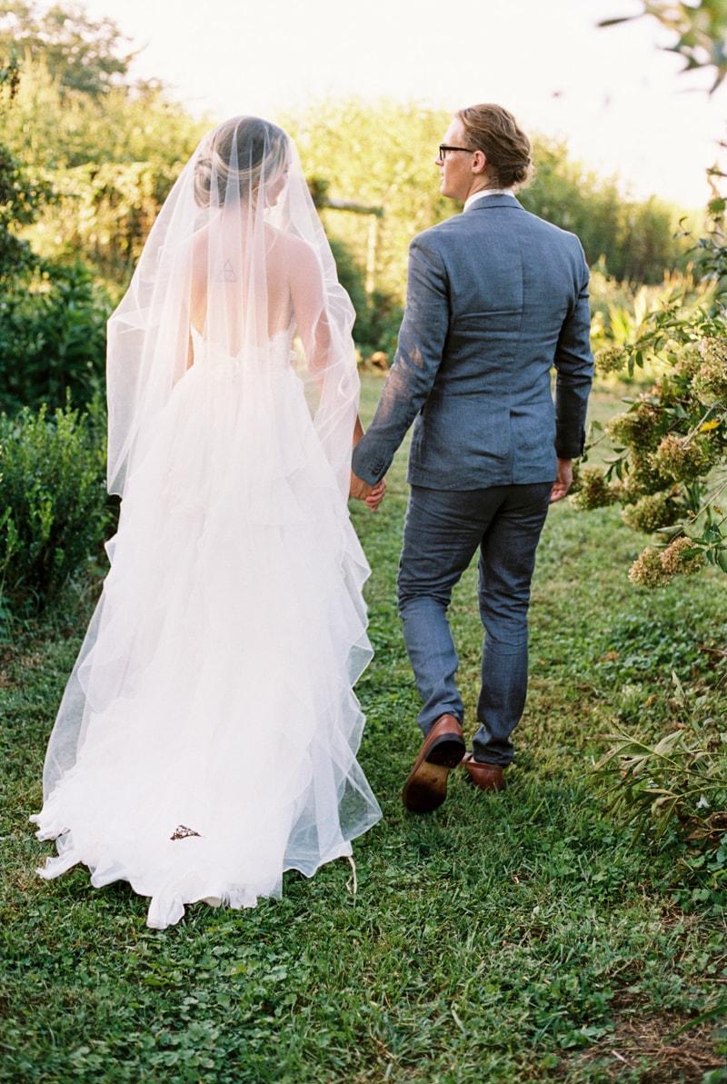 farmhouse-wedding-hazelfield-farm-kentucky-32-min.jpg