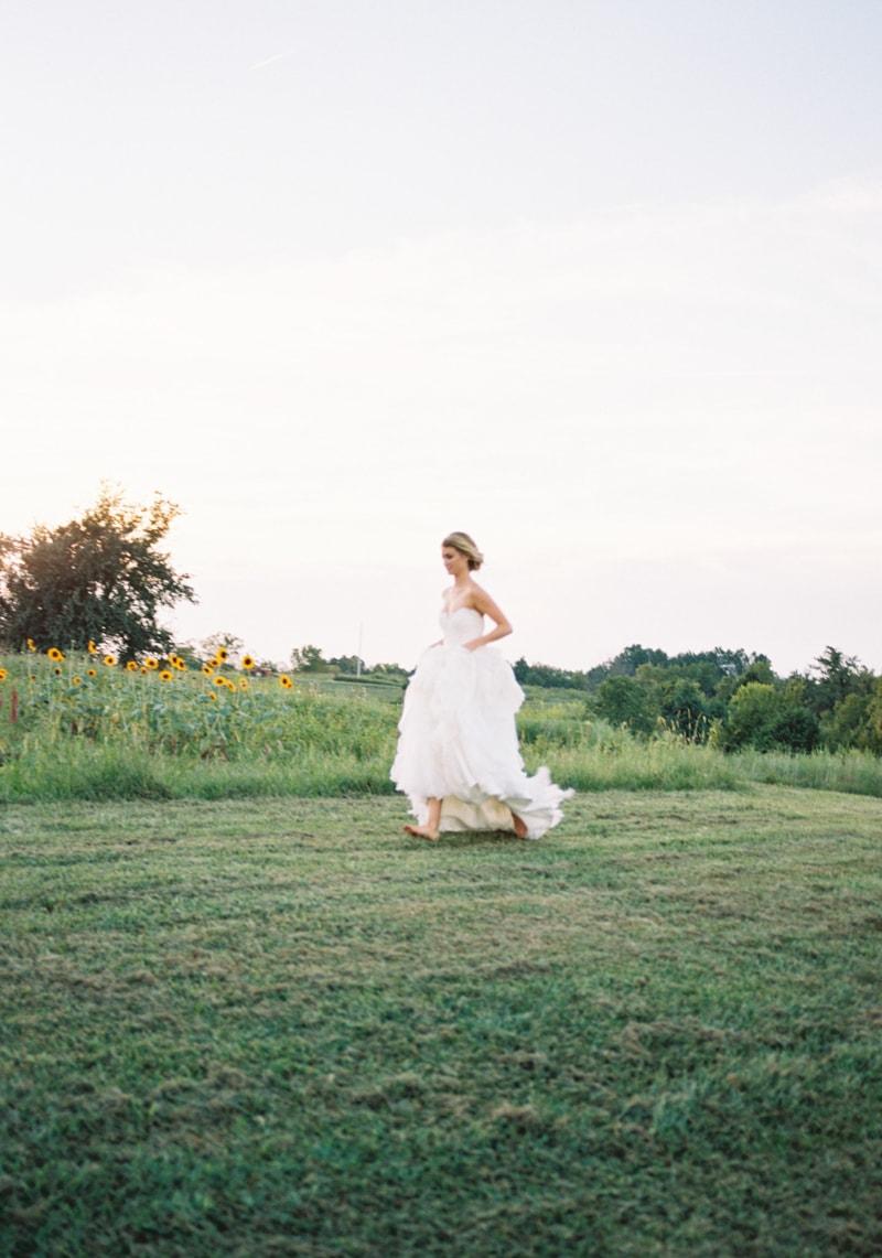 farmhouse-wedding-hazelfield-farm-kentucky-9-min.jpg