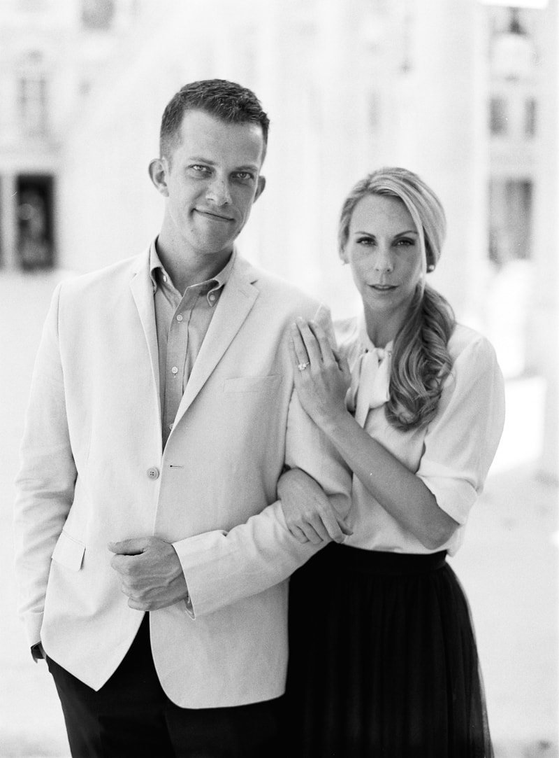 paris-engagement-photos-trendy-bride-wedding-blog-min.jpg