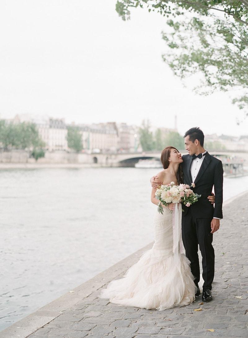 pre-wedding-engagement-photos-in-Paris-17-min.jpg