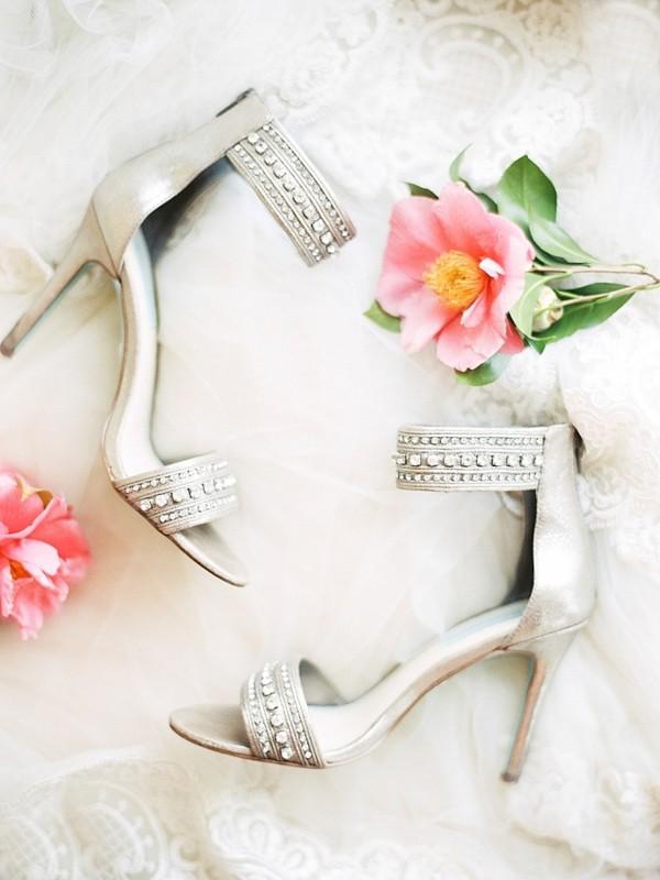 silver-wedding-shoes-idea-for-the-bride-2.jpg