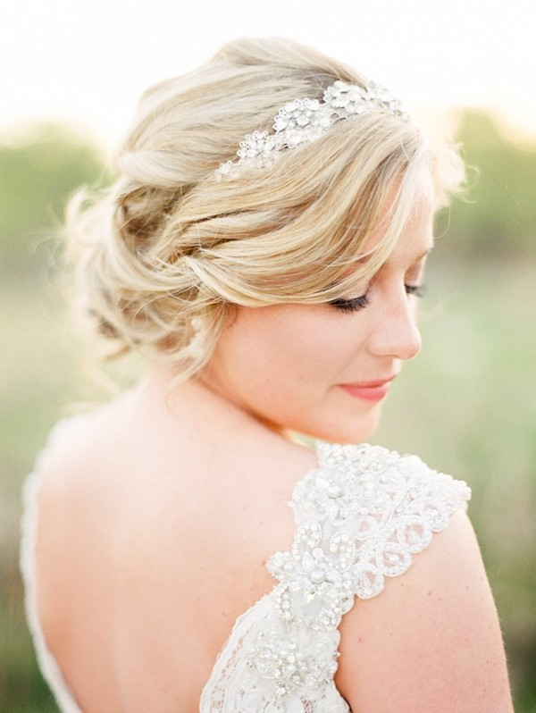 wedding-accessories-for-the-brides-hair.jpg