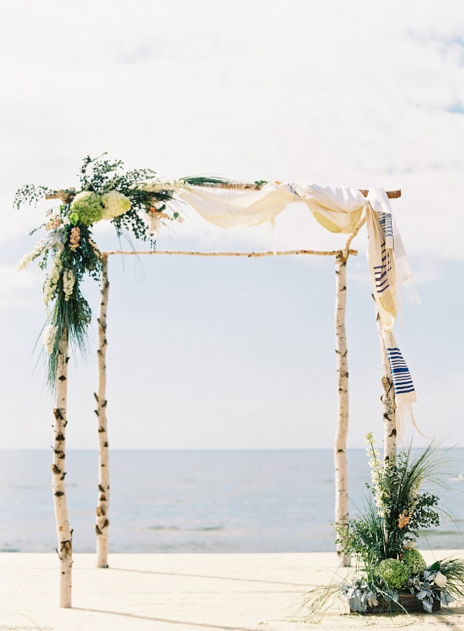 beach-wedding-arches-and-arbors-trendy-bride-2-min.jpg